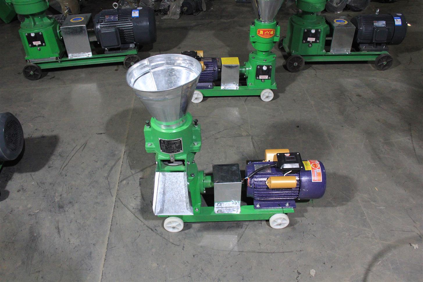 三相电机器 家用中小型畜牧机械设备 鸡鹅猪牛羊饲料颗粒机单相电