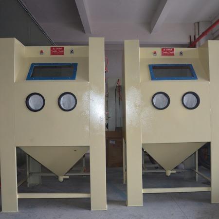 中山艾航喷砂机厂家批量供应1010箱式喷砂机灯饰配件自动喷砂机