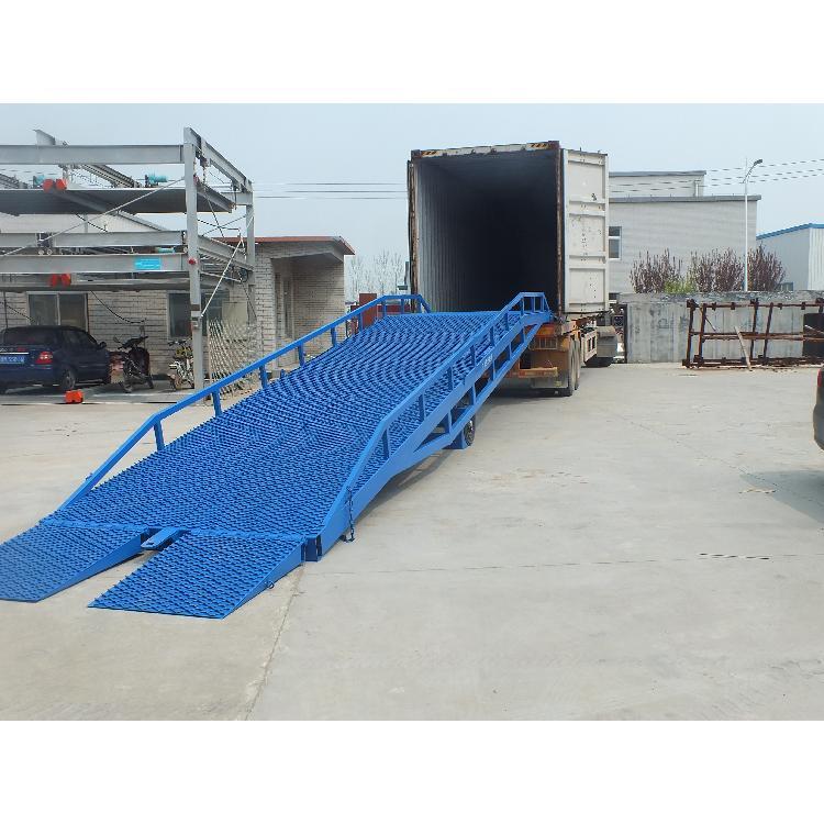 超瑞定制移动式登车桥 电动液压登车桥 集装箱装卸货平台设备价格多少
