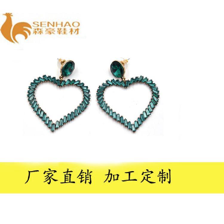 韩版心形时尚耳钉 金属镶水钻饰品 森豪厂家定制个性时尚耳钉