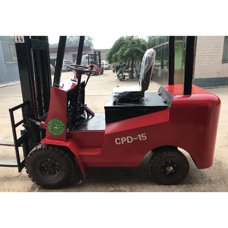 牛犇机械 厂家直销 座驾式四轮电动叉车 1.5吨 座驾式电动叉车
