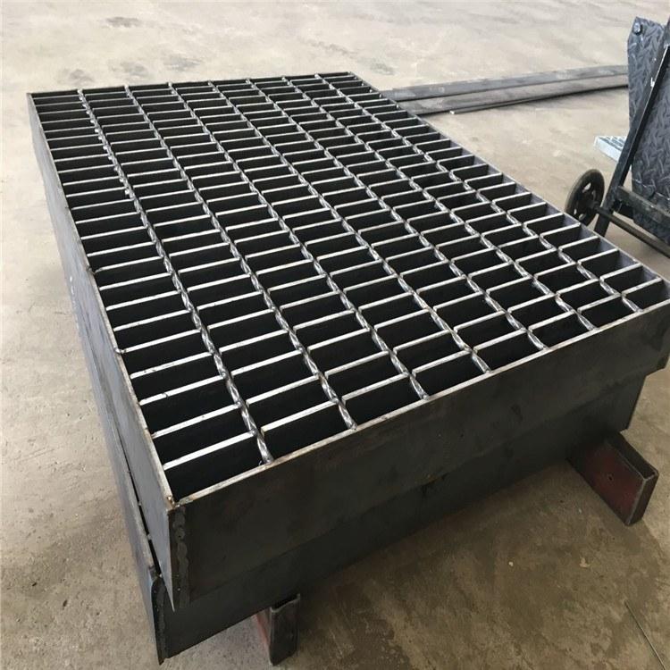 【六畅】镀锌重型钢格板 对插平台防滑踏步格栅板  批发定制