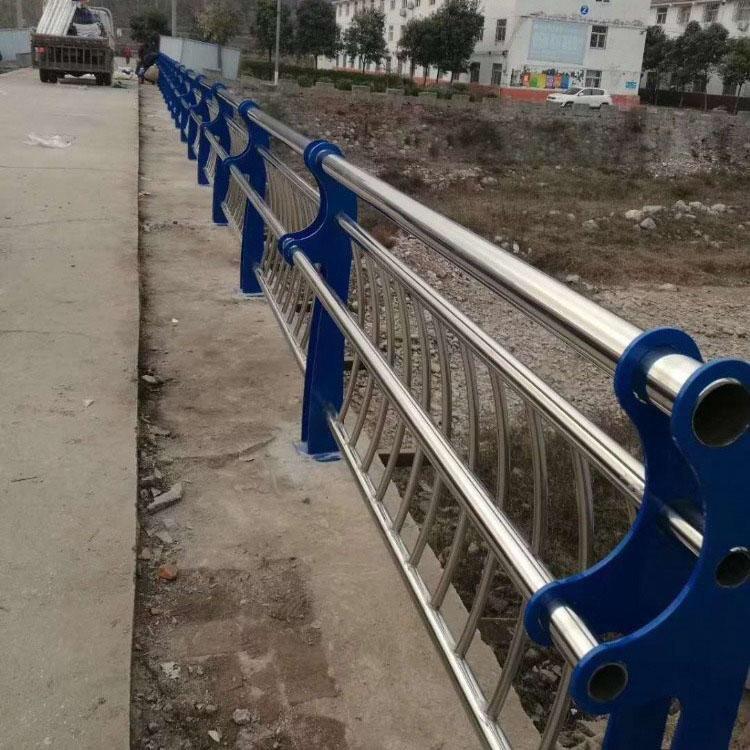 飞龙金属现货桥梁护栏不锈钢复合管 隔离护栏道路市政不锈钢复合管
