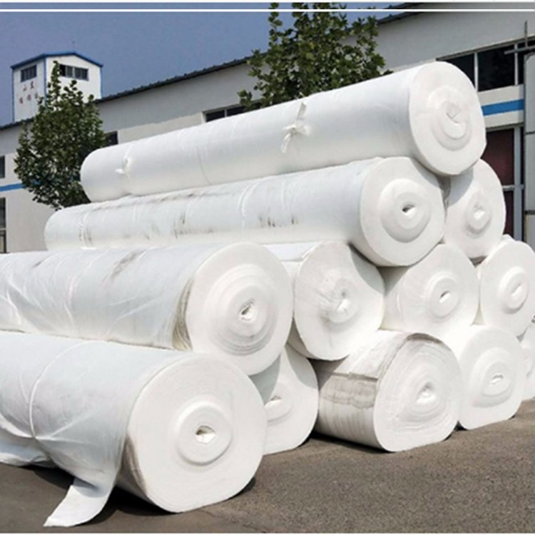 云南纭慷土工布  型号100g-600g 价格 0.9元/平方  适用范围 用于公路 机场 铁路等