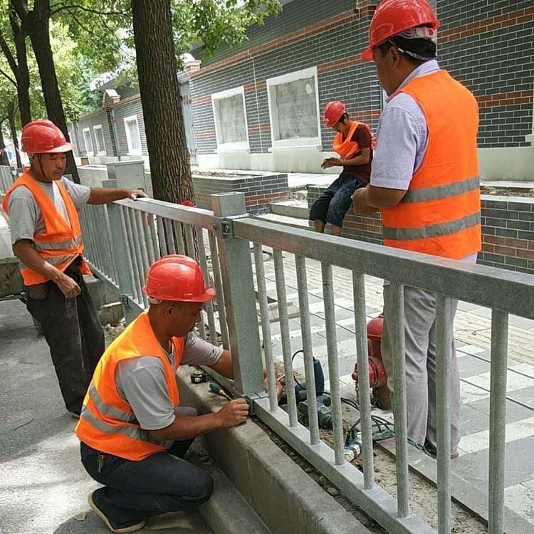 公路防护栏灰色护栏道路防护围栏厂家