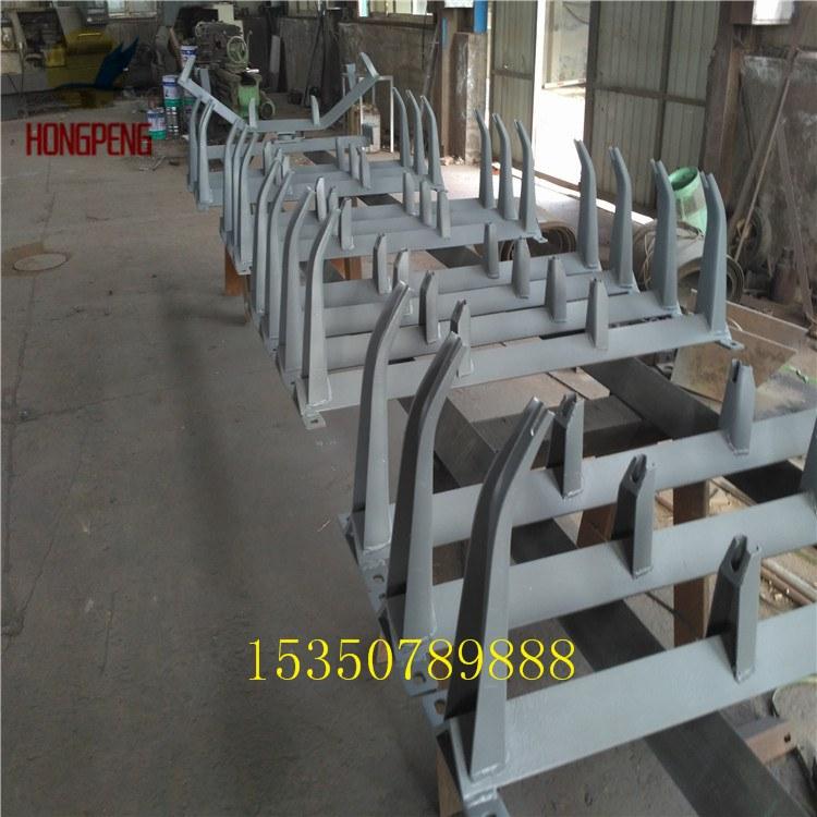 四川德阳上新多种输送机  皮带机托辊支架  耐用调心支架生产