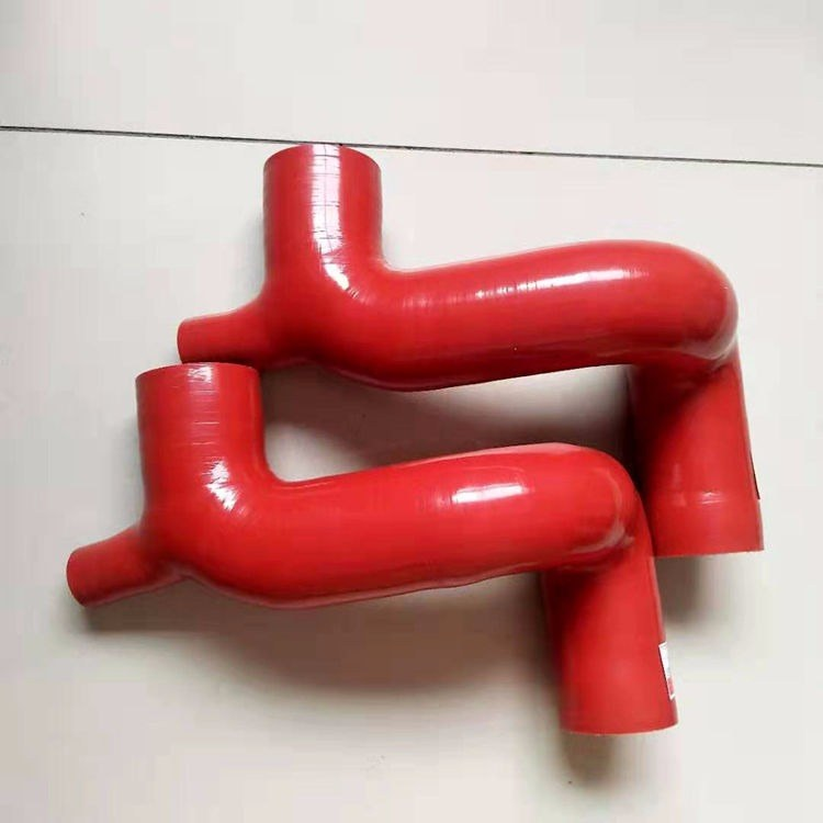 销售耐高温汽车硅胶管     发动机出水硅胶管宏禄供应