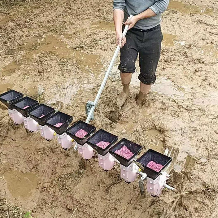 程煤水稻点播机  小型稻谷播种机   简易式人力牵引水稻点播机厂家直销