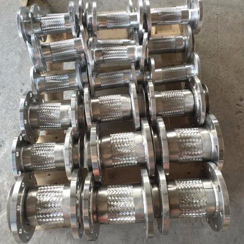 304金属包塑软管 大口径金属包塑软管公司 鑫驰生产线