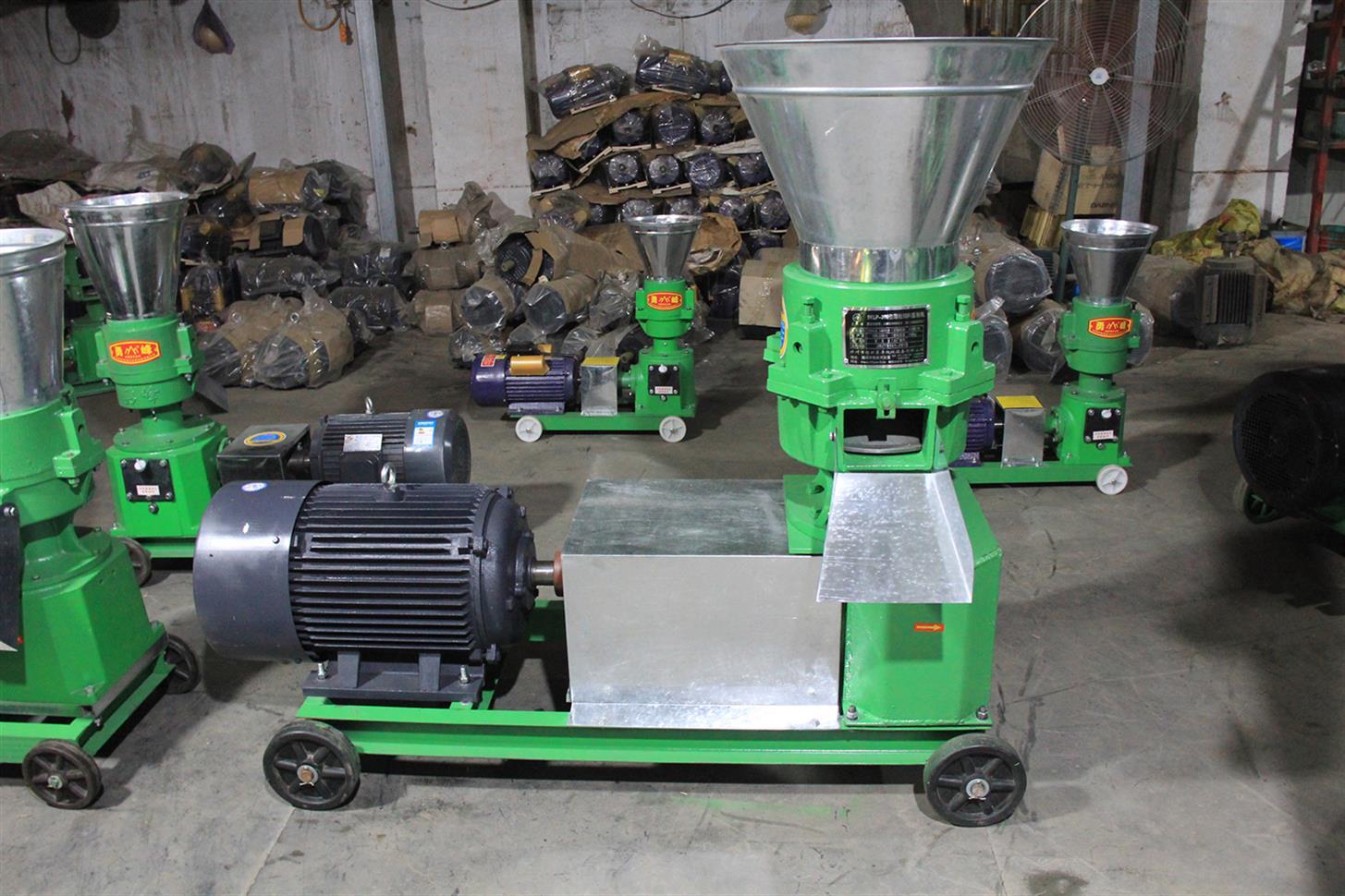 饲料颗粒机养殖厂用 全套设备生产线 全自动多功能成套设备 羊饲料压制机 300型造粒机