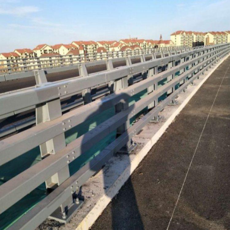 不锈钢防撞护栏厂价直销 喷塑防撞护栏生产厂 飞龙