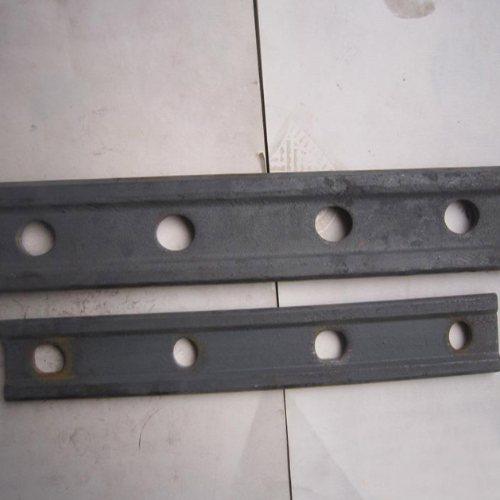22钢轨连接板长期生产 山桥工务器材 铁路专用钢轨连接板长期批发
