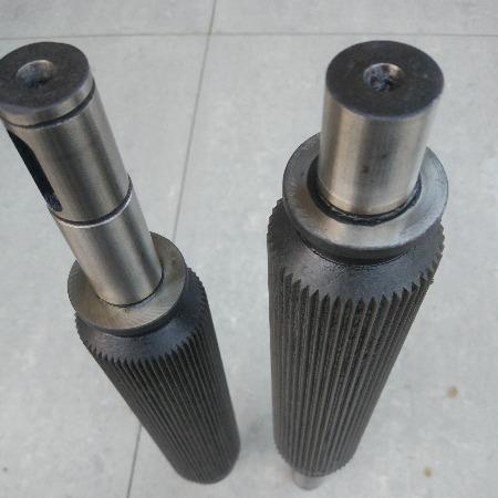 切粒机拉丝辊导轮滚花轴特钢耐磨罗拉压辊塑料机械配件加工定制