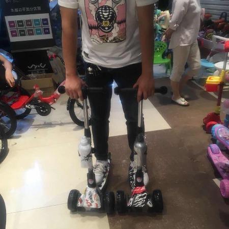 儿童米高滑板车(带水壶)