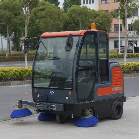 厂家出销电动四轮强力控尘小型扫地车 节能环保新能源扫地车