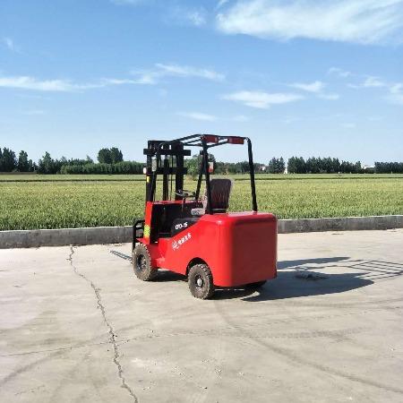 牛犇機械 四輪座駕式0.5噸1噸小型電動叉車,全電動堆高裝卸搬運車,電梯冷庫專用
