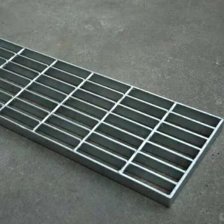 做工精致的热镀锌楼梯踏步板/钢格栅楼梯踏步板厂家是哪家