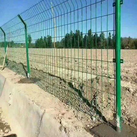 养殖围栏网 养鸡围栏网价格 果园围网多钱一米 农村果园围栏 铁丝围栏网