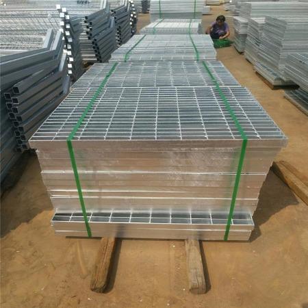 不锈钢格栅盖板 热浸锌钢格板 楼梯踏步板 批发价格 双美