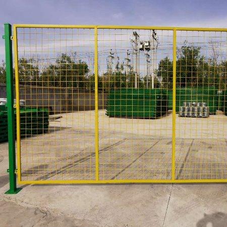 镀锌护栏网 护栏网现货 桥梁护栏网 养鸡护栏网 铁护栏网 刺绳护栏网