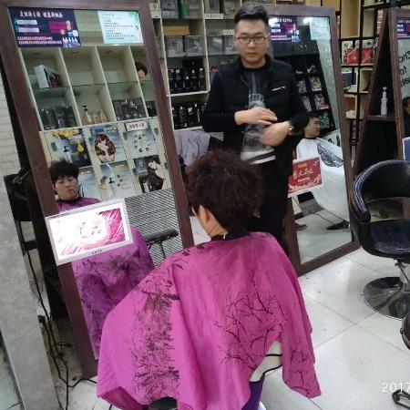 庆泽理发店广告机超薄高清室内专用