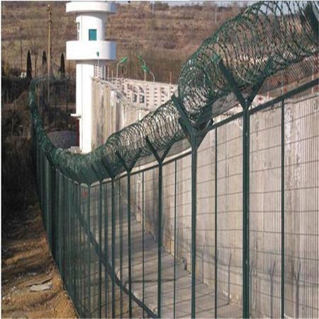 监狱护栏网 厂家 Y型柱防御网 绿色铁丝隔离网