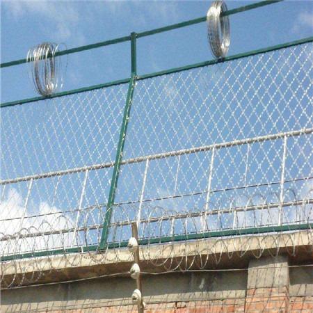 康博高强度护栏网 防爬防盗网 监狱围栏厂家