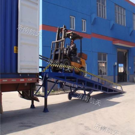 大台面牵引式月台 8吨移动式防滑叉车桥 厂家直销售后保证