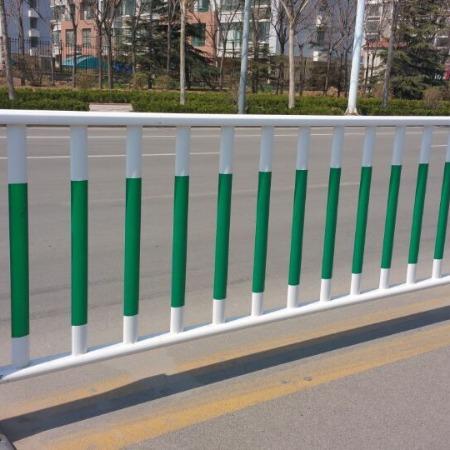 城市交通市政护栏道路中央防护围栏公交车站小区门口隔离栏河道安全护栏