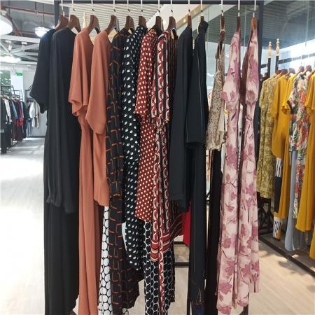 杭州高端品牌折扣女装供应一手货源折扣女装