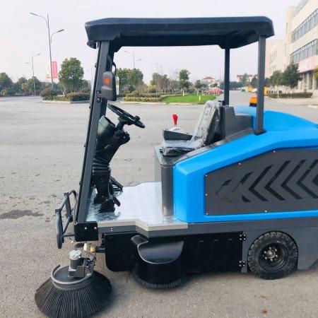 金驰牌1900驾驶式扫地车 物业保洁车库专用