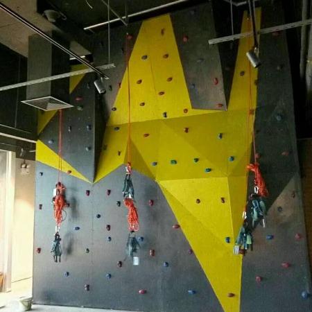 室内外攀岩设备 人工攀岩墙  扣扣攀 攀岩板定制厂家-聚巧游乐