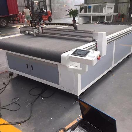 龍瑞数控-全自动  半自动裁布机 专业厂家 --厂家直销真正的实惠