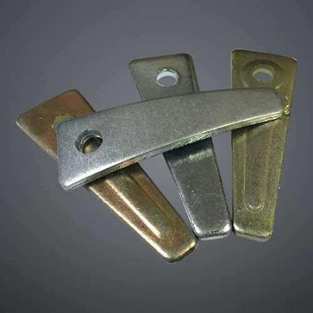 迈航批发建筑铝模板45号钢销片镀锌三角片片生产商紧固模板弯销片带筋销片
