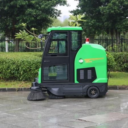 扫地机-2座扫地机-电动环卫车-电动保洁车