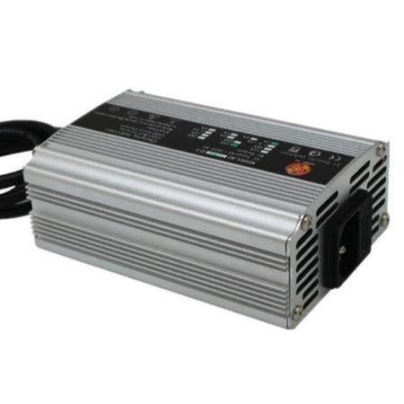 湖北桓隆充电器厂家直销12V10A汽车电瓶蓄电池免维护电池充电器