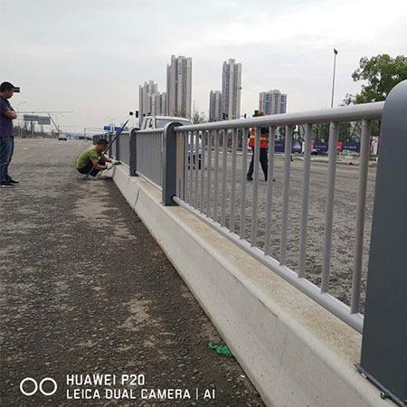金恒达厂家专业生产 道路交通护栏批发|钢质交通护栏|交通隔离护栏批发|交通护栏哪家好 10年诚信厂家