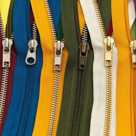 回收服装辅料 库存拉链四合扣 缝纫线 服装布料辅料收购