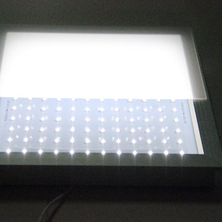 PC光扩散板是一款点不燃、折不断、不黄变的新型环保材料