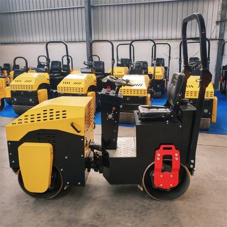 小型路面压路机 驾驶型振动压路机厂家 柴油压实机