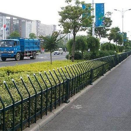 锌钢草坪护栏 铁栅栏 学校城市绿化带护栏 生产厂家定做直销