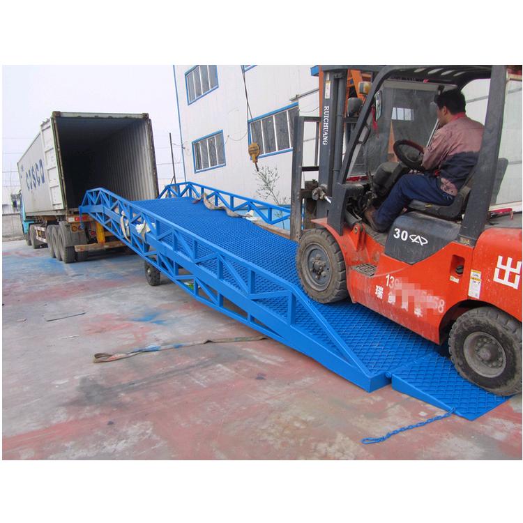 厂家定制6吨8吨移动式登车桥叉车装卸货登车桥设备
