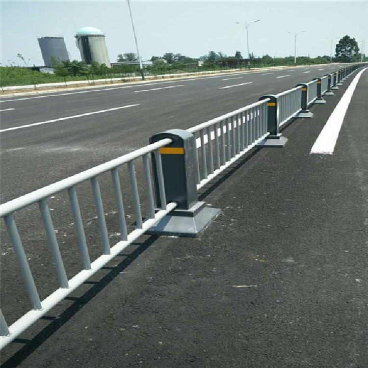 交通护栏 _西藏交通护栏定制_交通护栏加工_成都正罡交通护栏定制厂家
