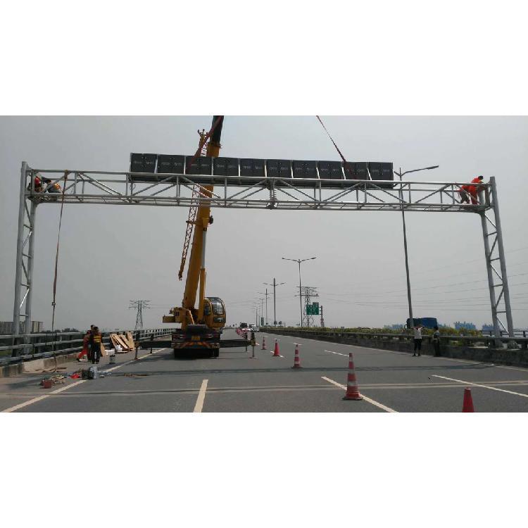 郑州高速公路p31.25-4R2G门架式可变情报板