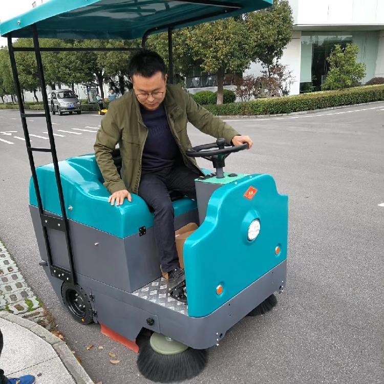 上海道路清扫车 驾驶式吸尘扫地车扫地机厂家价格