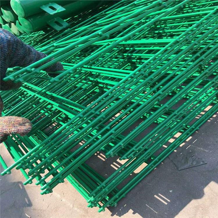 内蒙古西藏双边丝护栏网 安平饶润双边铁丝网 专业生产铁丝围网