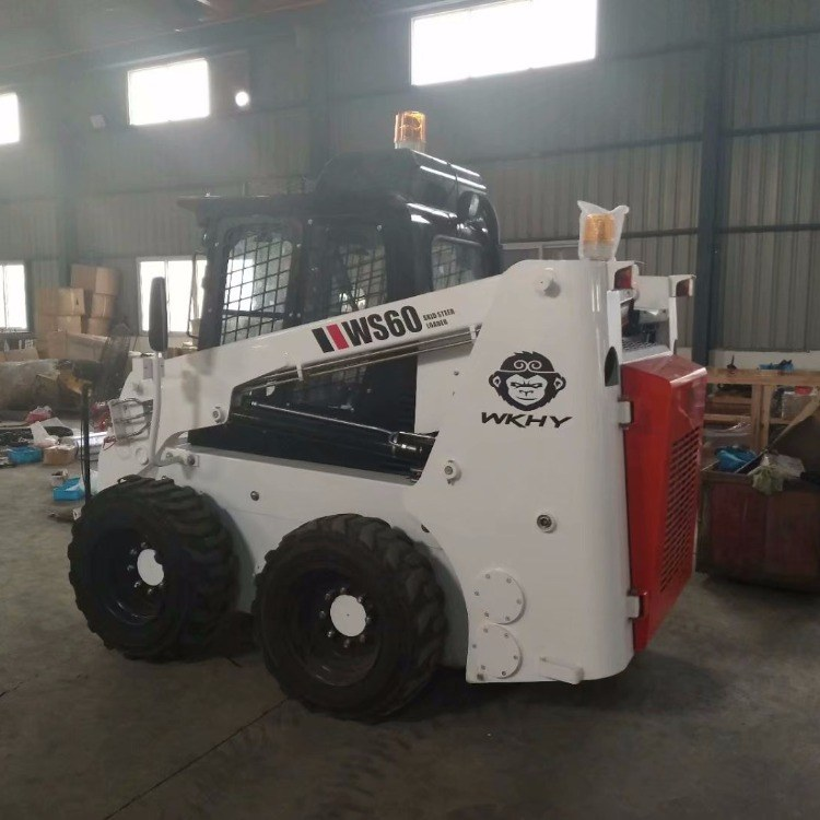 小型滑移装载机   夹木机、扫地车、推雪铲、抓木器、挖掘机、开沟机、扫地机功能