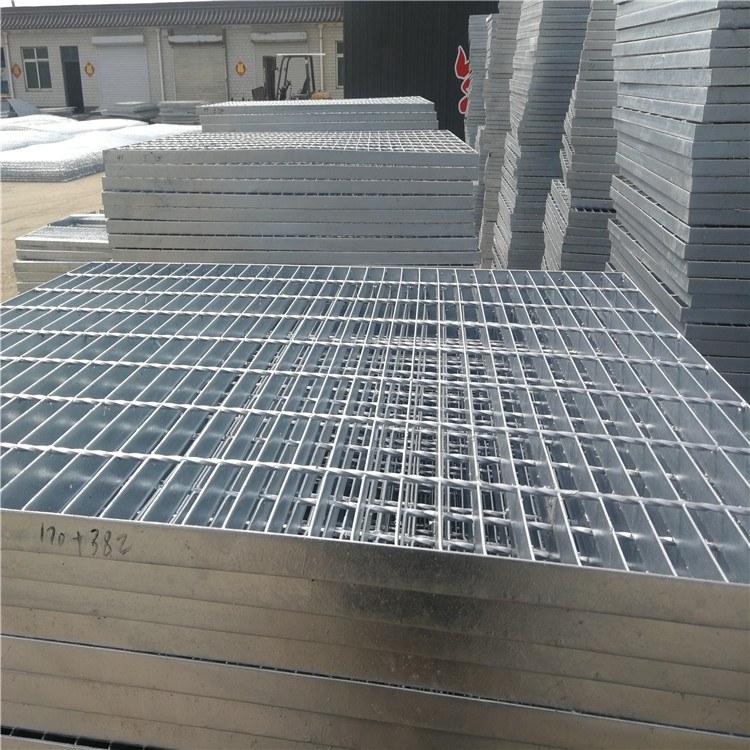镀锌钢格板 爬梯踏步板 浸锌化工钢格板 现货 排水格栅板