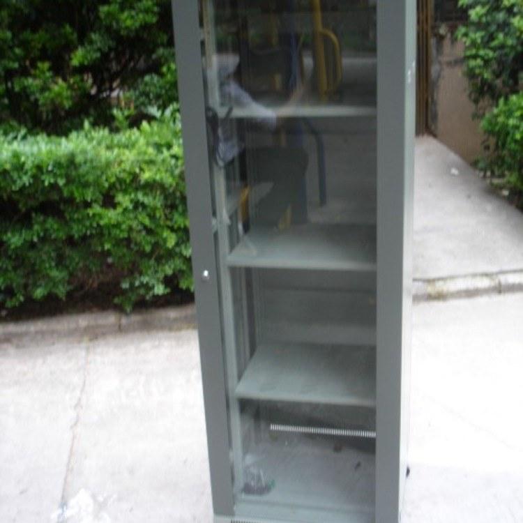 茂名18U服务器机柜-图腾机柜-光纤熔接