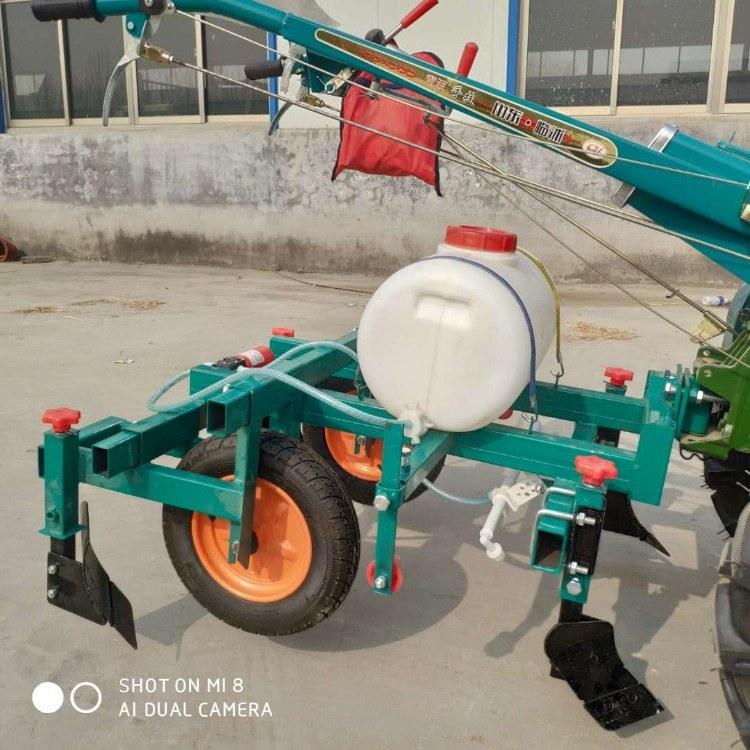 山地种植农作物喷药覆膜机 手扶车带动覆膜机 带动喷药地膜机